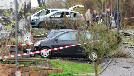 Car explodes in Homberg
