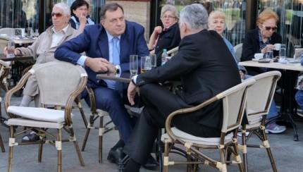 Dragan ?ovi?, ?lan Predsjedni¨tva Bosne i Hercegovine, razgovarao je danas u Banjaluci sa Miloradom Dodikom, predsjednikom Republike Srpske, o usvajanju izmjena Izbornog zakona BiH ( Miomir Jakovljevic - Anadolu Agency )